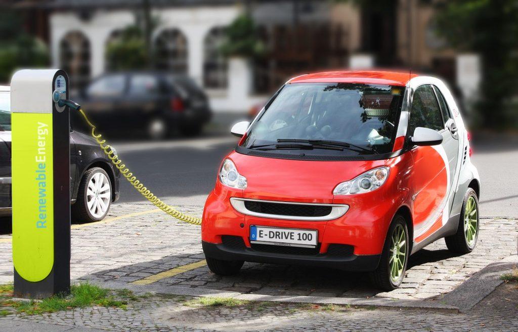 voiture électrique en train de charger